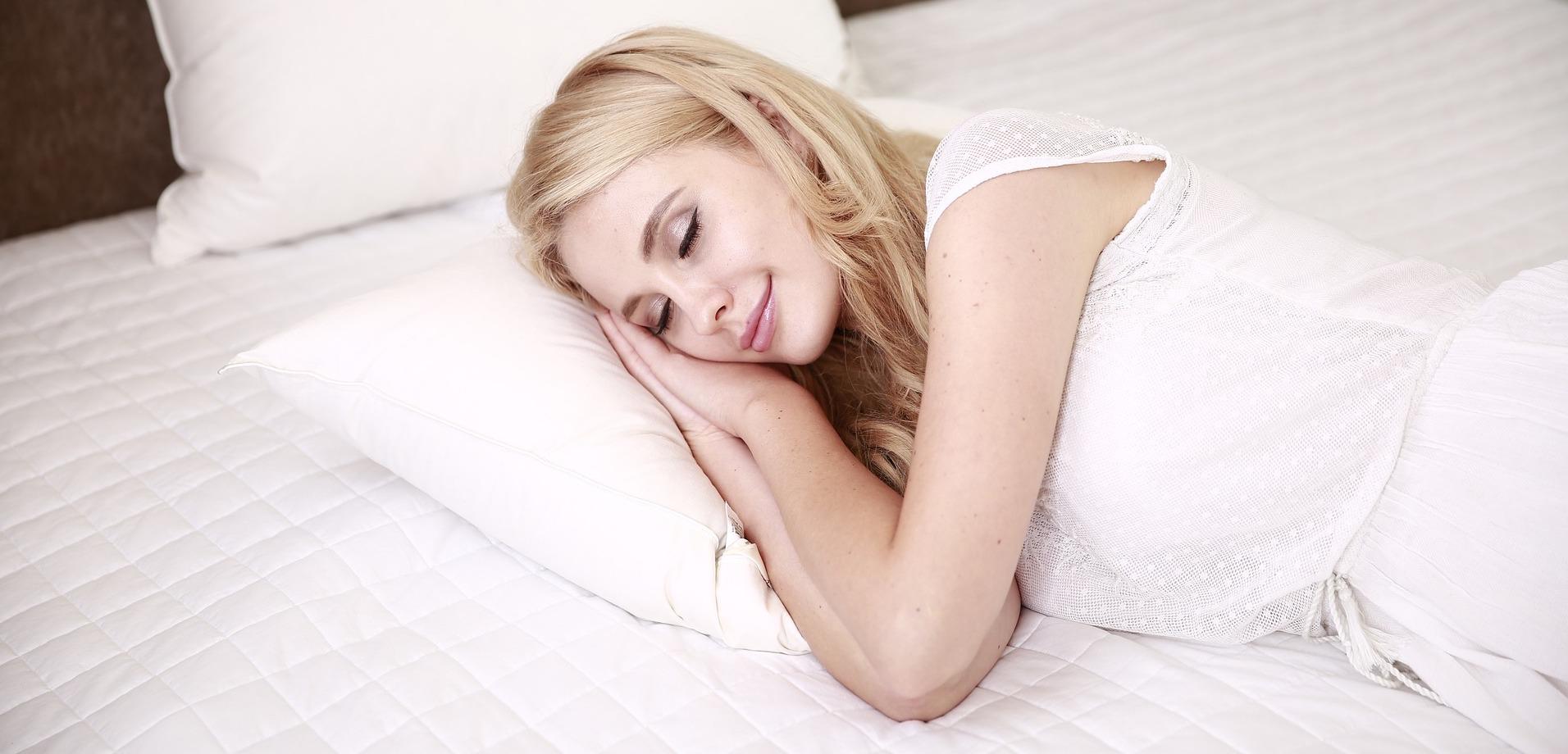 5 Wege, wie du mit Meditation deinen Schlaf verbessern kannst
